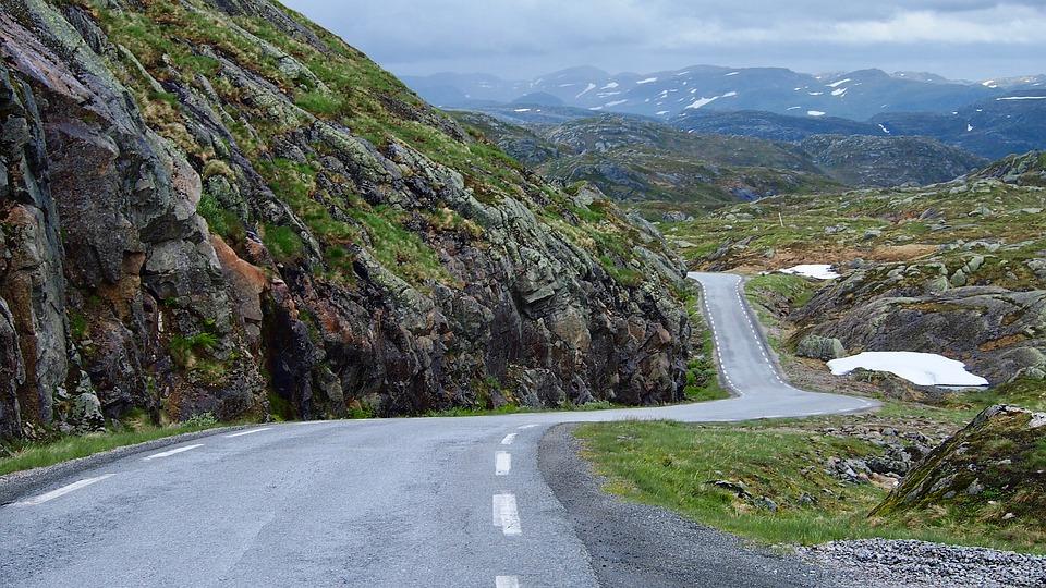 Einsame Straßen in Norwegen (Foto by Pixabay)
